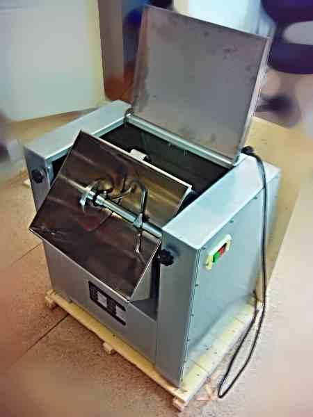 Машина тестомесильная HWY-15